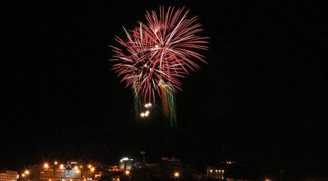 Фейерверки украсили небо над Абхой в честь Ид аль-Фитр