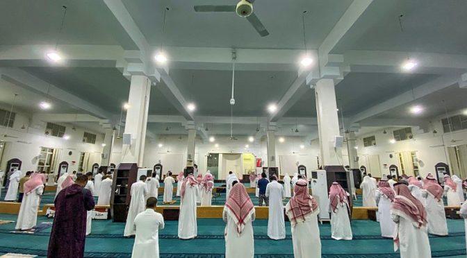 Жители провинции Касым совершают утреннюю молитву на фоне соблюдения мер предостороженности