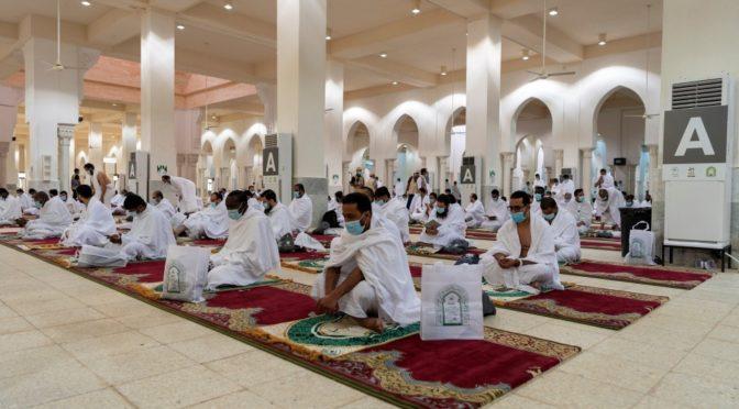 В долине Арафа совершены полуденная и послеполуденная молитвы