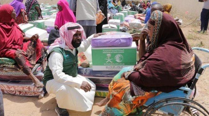 ЦСГД им. короля Салмана распределил гуманитарную помощь пострадавшим от пожара в сомалийском лагере в Харгейсе