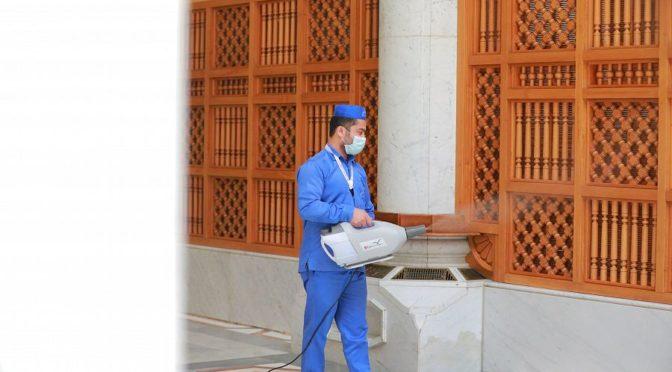 Использования специального оснащения для повторной очиски ковров на площадях Мечети Пророка