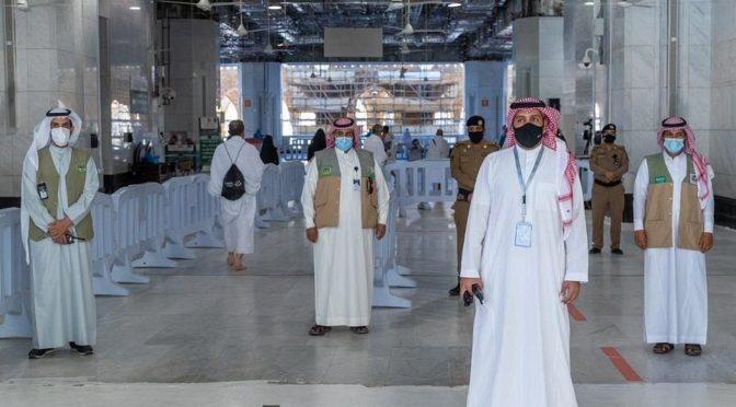 Верующие совершили пятничную молитву в мечети аль-Харам после её открытия