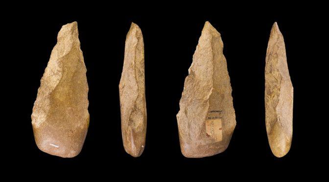 Комиссия по национальному наследию обнаружила каменные топоры в Шуаб аль-Адгам в провинции Касым