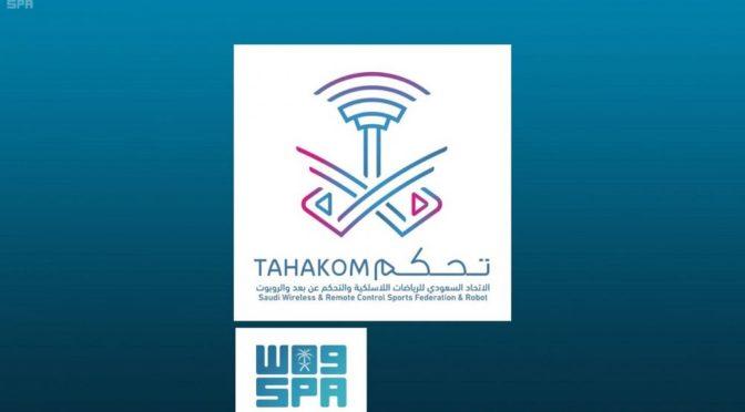 аль-Фагам награждает победителей конкурса радиоуправляемых моделей самолётов