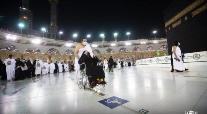 Фотографии из Запретной Мечети: движение паломникам по обновлнным стикерам в месте тавафа