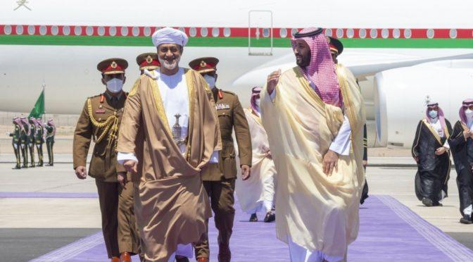 По приглашению Служителя Двух Святынь султан Омана прибыл в Неом с официальным визитом в Королевство