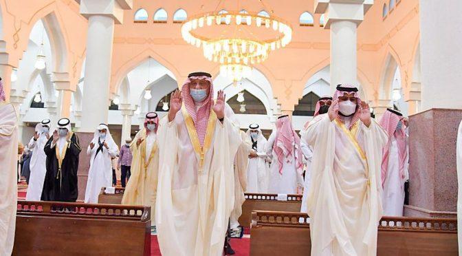 Молящиеся совершили праздничную молитву Благословенного Ид аль-Адха в различных уголках Королевства
